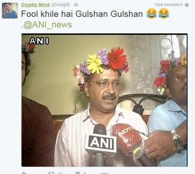 Kejriwal wore flowers on his head and Twitter went mad