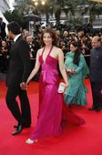 Aishwarya Rai Bachchan on Cannes 2013 Red Carpet: Will She Make up for Bollywood Disaster? [PHOTOS]