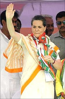 MIA in UP, Sonia writes open letter supporting Cong-SP alliance