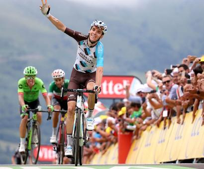 Tour de France: Bold Bardet wins stage as Froome surrenders yellow to Aru