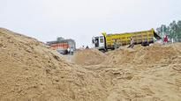 Sand mafia, villagers attack police in Morena