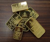 Gold edges up after gaining on softer dollar