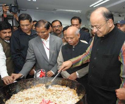 Jaitley performs halwa ceremony to launch printing of Budget papers