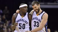 Zach Randolph receives standing ovation in first game back after mother's passing