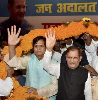 Sharad Yadav holds parallel meet, says Grand Alliance intact