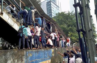 'Phool' and 'pul' mix-up triggered Mumbai stampede: Survivor