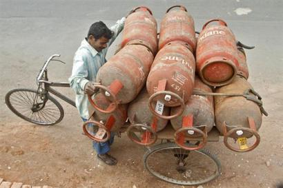 In Karnataka, Centre-state battle is over free cooking gas