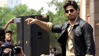 Sidharth Malhotra wants to be part of the remake of Amitabh Bachchan's 'Hum'.