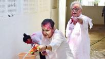 See Pictures: RECLUSIVE yesteryear actress Rakhee comes out of HIDING, plays Holi with Gulzar