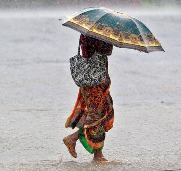 Andhra and Odisha get ready to face Cyclone Roanu's wrath