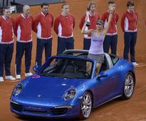Sharapova's 'courage' draws Serena's salute