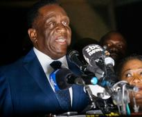 Zimbabwes incoming leader Mnangagwa jets from South Africa