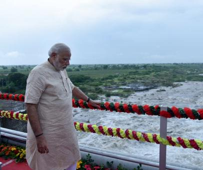 In Patel territory, PM Modi reaches out to farmers