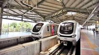 Metro-1 door fails to close at Western Express Highway Metro station