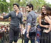 Cast of 'Rustom' had fun and masti with students of Hans Raj College