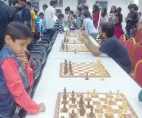 Chess maestro floors fans in Oman