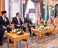 Deputy Minister of Defence meets with The Custodian of the Two Holy Mosques