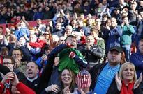 Last-gasp Defoe boosts battling Sunderland