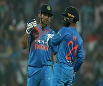 I am studying in a university where Dhoni is the topper: Dinesh Karthik