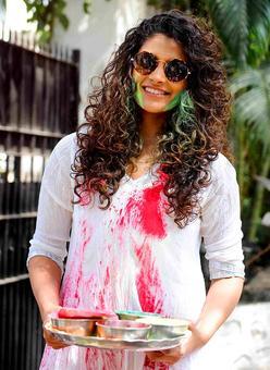 PIX: Saiyami Kher plays Holi with Zoya Akhtar