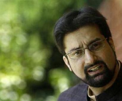 Omar should quit if he feels so helpless: Mirwaiz