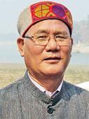 Khandu hails Bhupen Hazarika award winner Thongchi