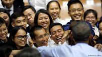 Obama talks rap, climate while meeting Vietnam youths