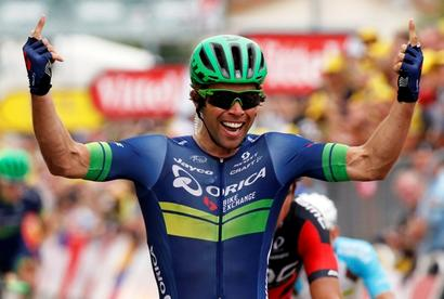 Tour de France: Matthews wins stage 10, Froome retains yellow