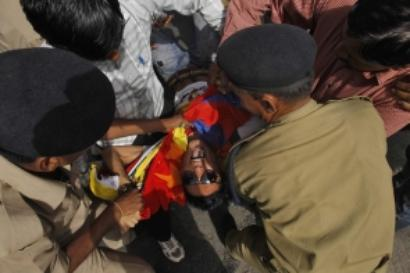 Delhi: Tibetans protesting against China PM's visit detained