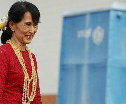 Oxford college drops Suu Kyi from common room name