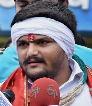 Hardik Patel's appeal to Guj's protesting Dalits: Be non-violent
