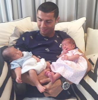 Ronaldo posts adorable photo of 'the two new loves of his life'