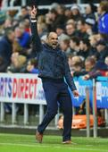Watch Everton boss Roberto Martinez show off sweet dance moves at Jason Derulo gig