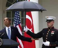 Obama puts Marines on umbrella duty, irking conservatives