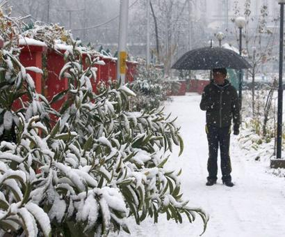 Stunning photos: Kashmir turns into a snowy wonderland