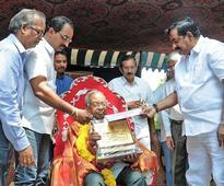 Artist Khandavalli felicitated