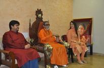 Smita Thackeray to begin Balasaheb Thackeray's biopic - News
