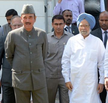 Congress panel led by Manmohan Singh begins Kashmir visit