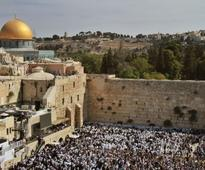 Prominent archaeologist claims Western Wall construction will cause irreparable damage