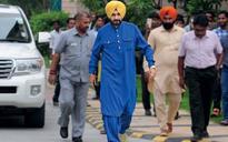 Will Navjot Singh Sidhu help Arvind Kejriwal make AAP a national party?