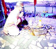 CM Chouhan takes holy dip in Kshipra like common devotee