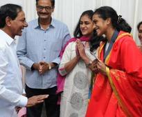 Telangana CM presents Rs 5 crore cheque to P.V Sindhu