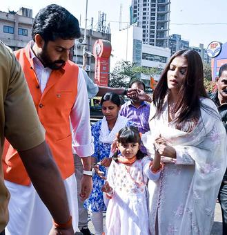 PIX: Abhishek-Aishwarya visit Siddhivinayak temple