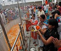 Thousands of Kashmiri Pandits visit Kheer Bhavani Mela