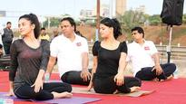 Enthusiasts come out for yoga by the bay