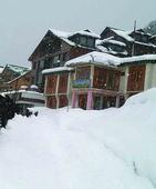 Jammu-Srinagar Highway closed, over 600 trucks stuck