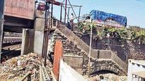 Mumbai drug war reaches a flashpoint, raid leaves 8 cops injured; 2 Nigerian arrested