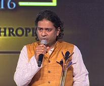 Sharat Chandra Srivastava, Violinist and Composer honoured with 100 Pipers True Legends Awards 2016 by CNBC TV18