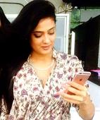 Shweta Tiwari shows off her baby bump in an elegant manner!