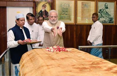 PM visits tomb of Bahadur Shah Zafar in Yangon
